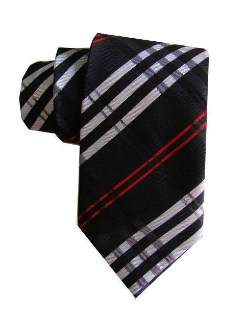 La corbata es de seda
